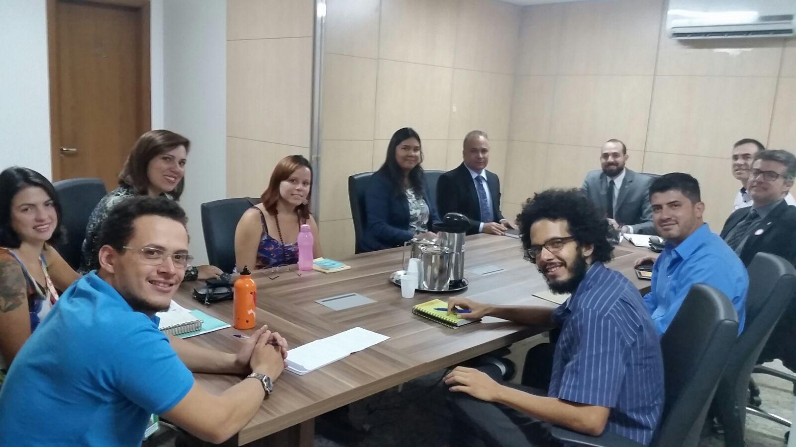 Reunião com SINDSASC, Secretário de Estado da Criança e aprovados em concurso discutem ampliação de homologações